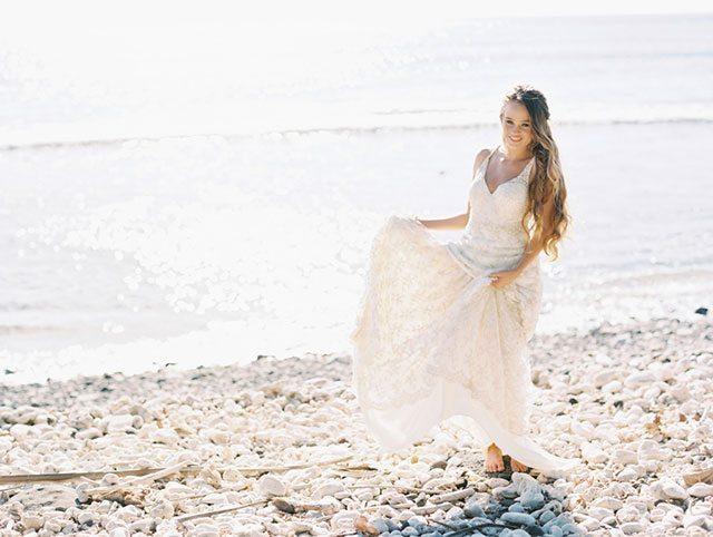 wendy-laurel-golden-seaside-bridal-inspiration-19