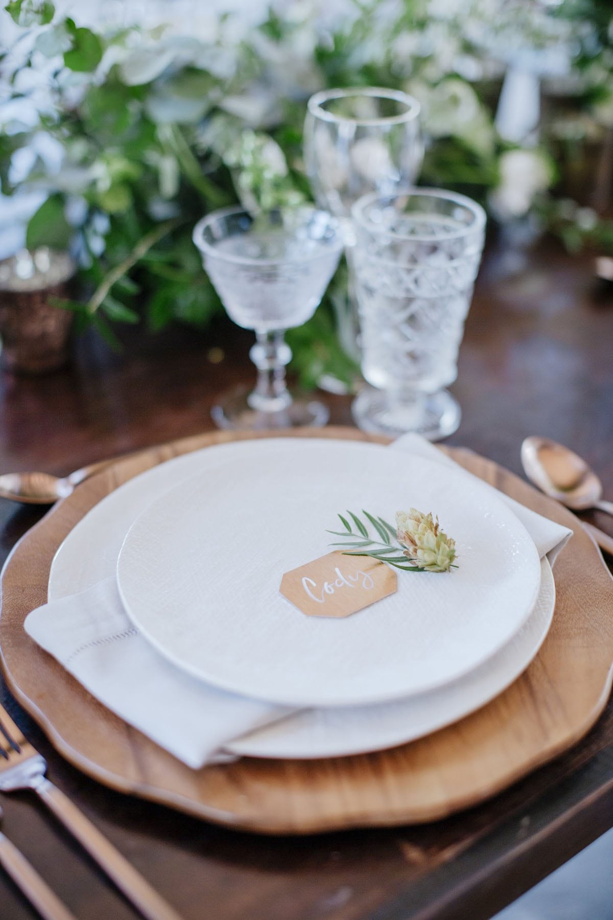 Wooden Charger Plate place settings | Destination Weddings in Maui | Maui's Angels