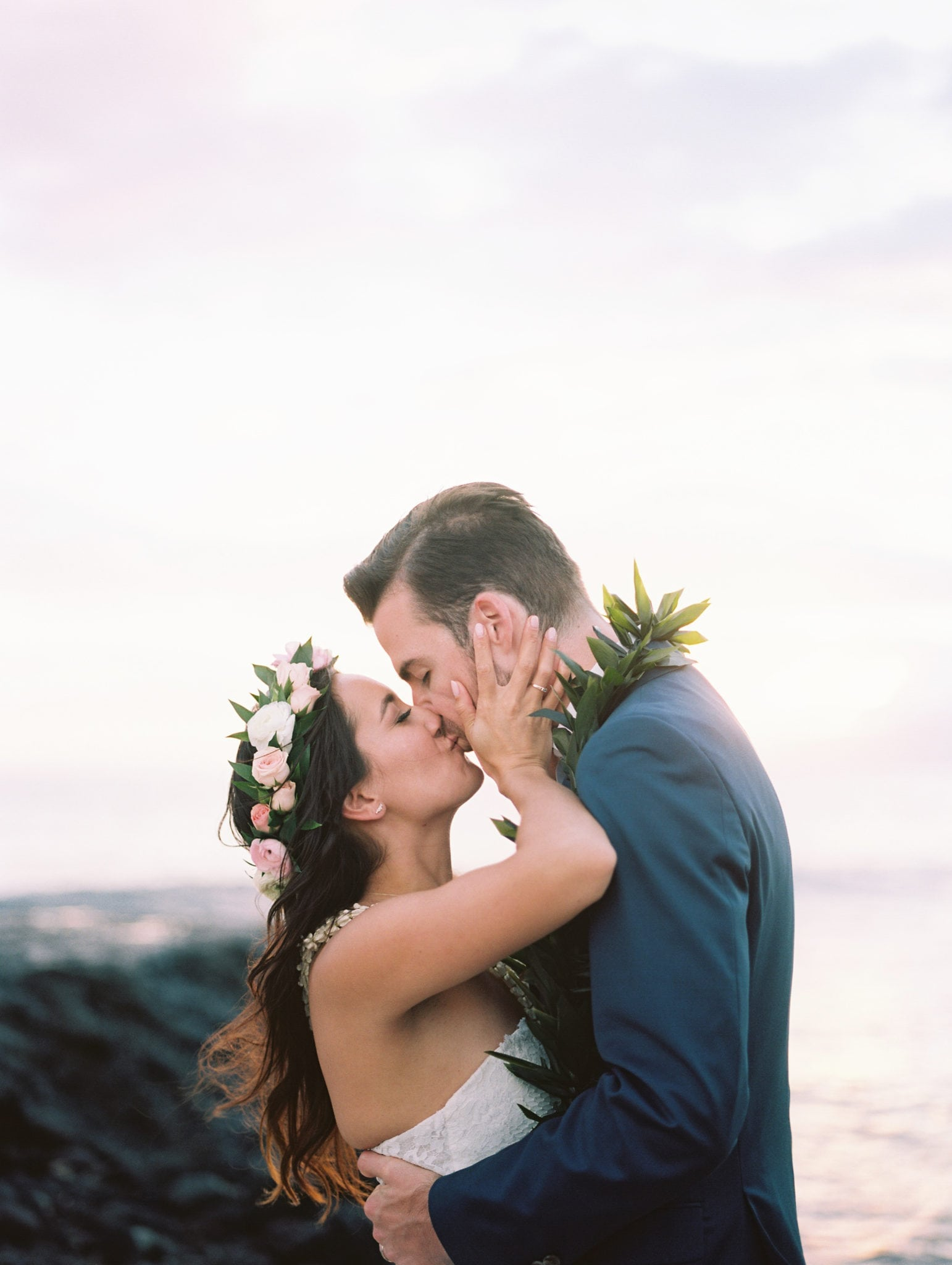 Bride and Groom Kissing in Hawaii | Weddings in Maui | Maui's Angels