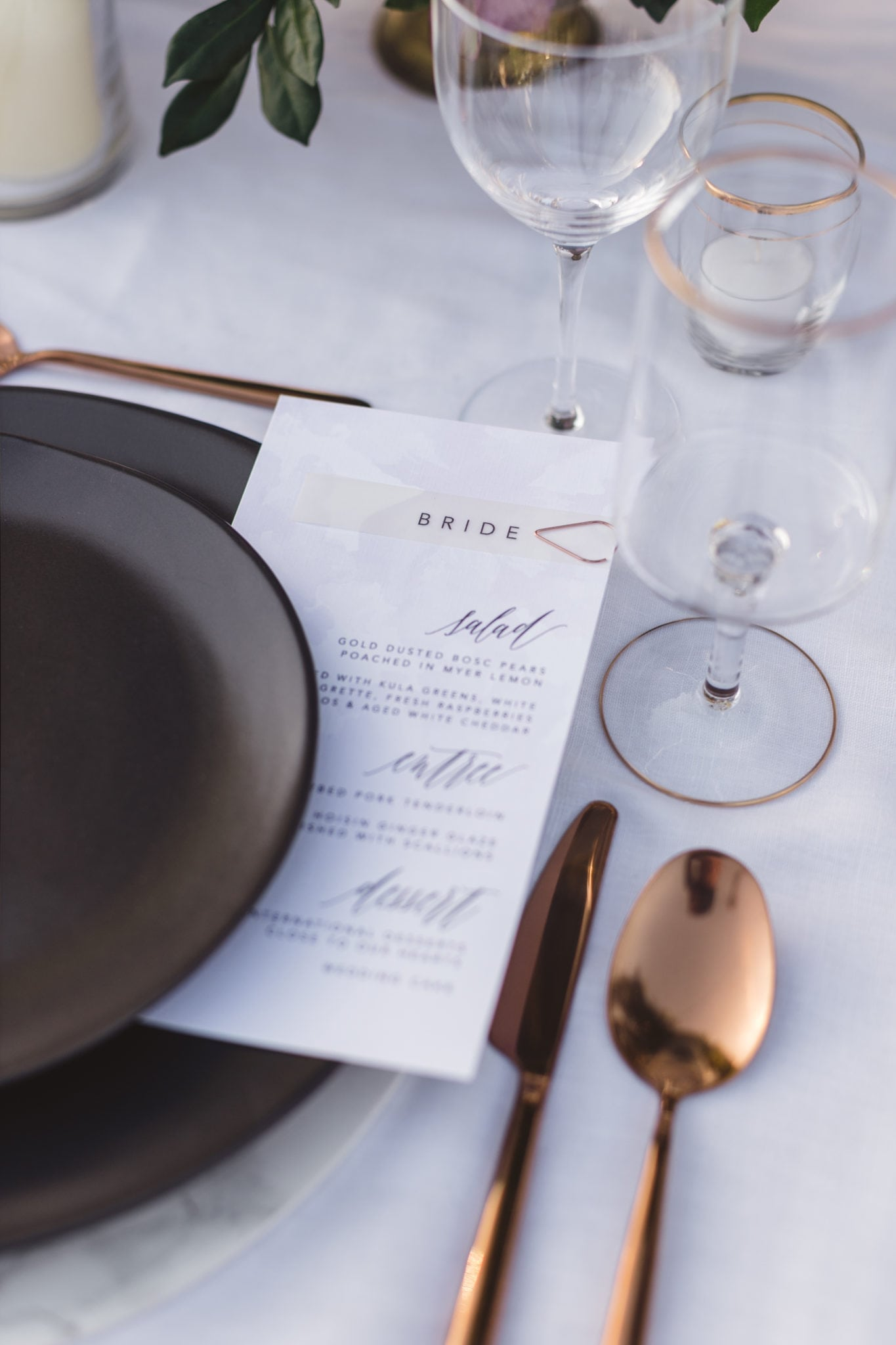 Elegant Tablescape with Black Dinnerware and Menu Card | Maui's Angels Wedding Blog | Weddings in Maui