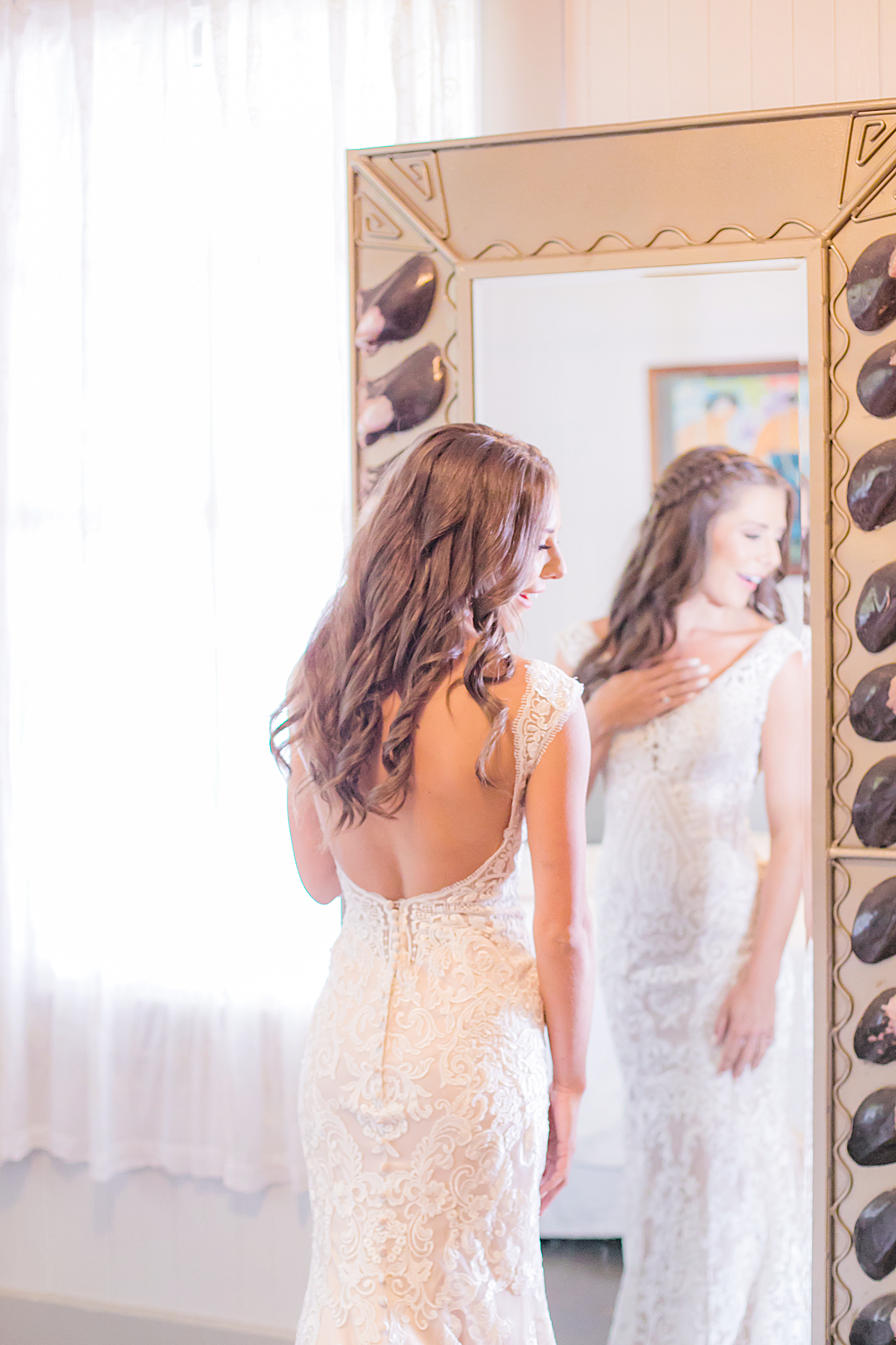 Getting ready bridal portrait | Destination Wedding in Maui | Maui Wedding Planner | Maui's Angels blog
