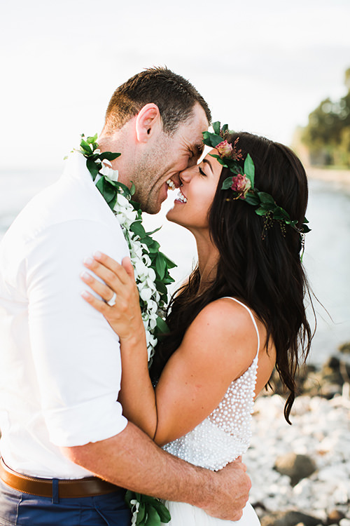 Bride in Hawaii with bouquet | Maui Destination Wedding Planners | Maui's Angels